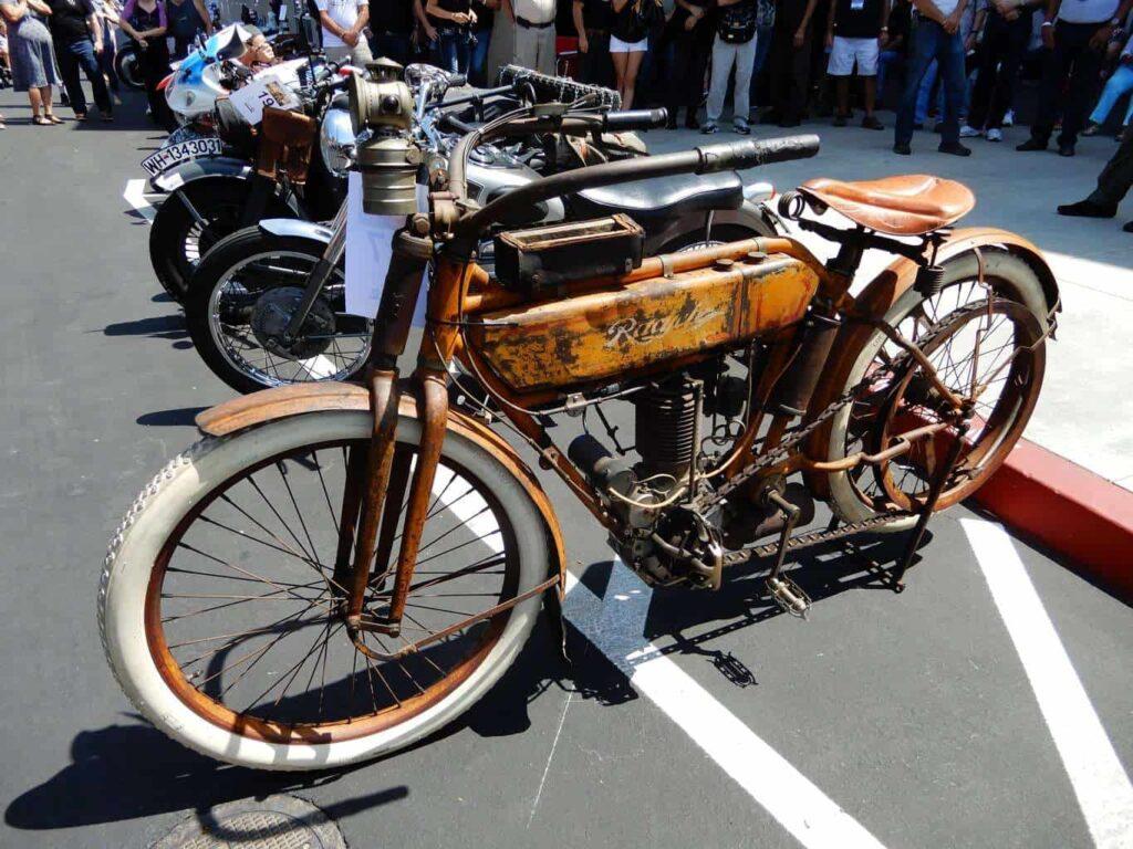 2017 Lyon Air Museum Bikes & Bombers Winner