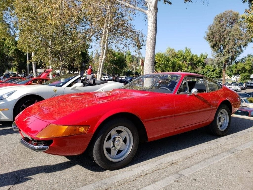 Red Ferrari 365 GTB/4