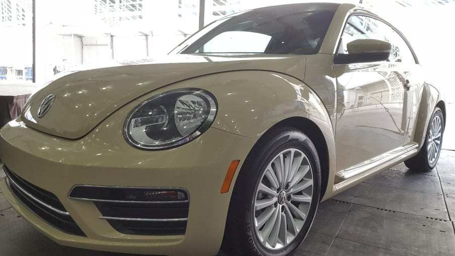 Cream colored 2019 VW Beetle Final Edition SE Driver-front profile