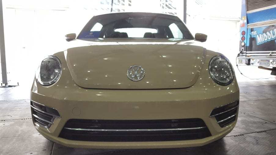 Cream colored 2019 VW Beetle Final Edition SE front