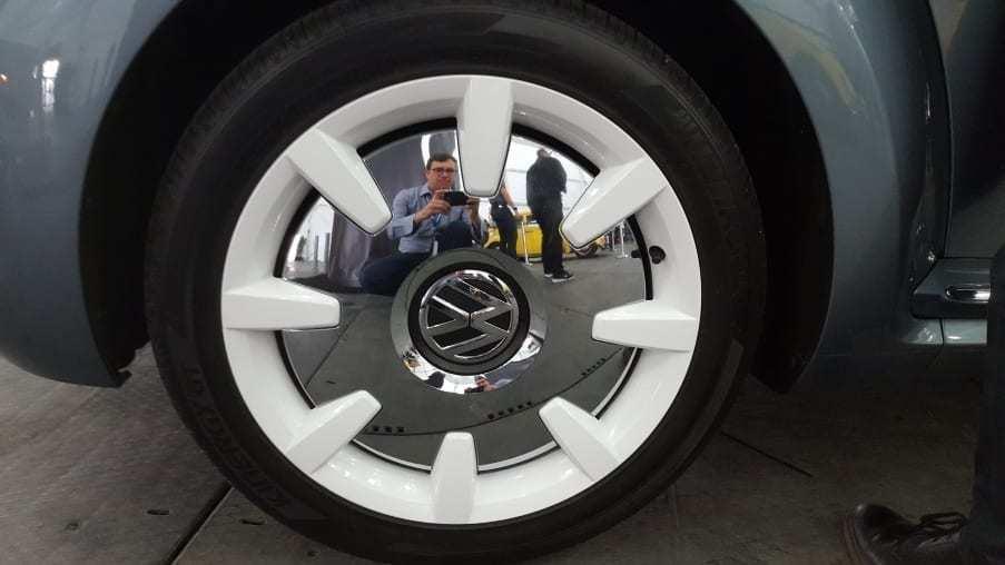 Chrome & white 2019 VW Beetle Final Edition SEL wheel