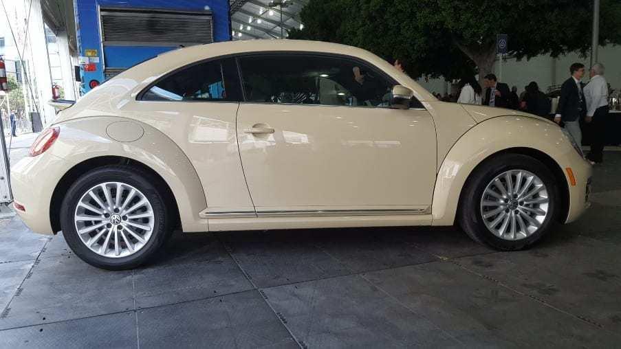 Cream colored 2019 Volkswagen Beetle Final Edition SE profile