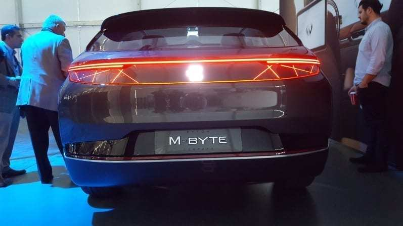 Byton M-Byte Concept Rear-view - Futuristic red lines for brake-lights