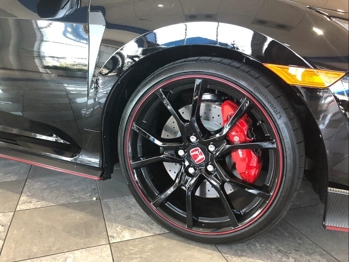 Honda Civic Type R wheel & brake caliper