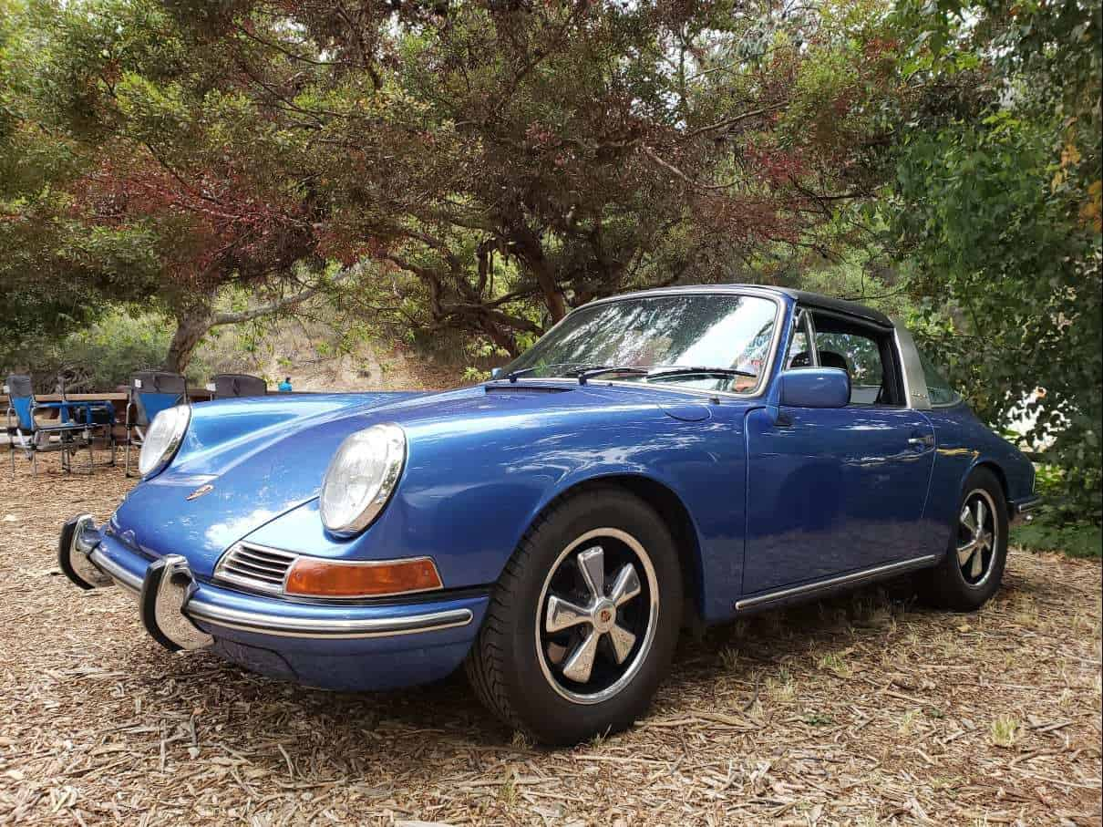 Blue Porsche 911 @ Highway Earth