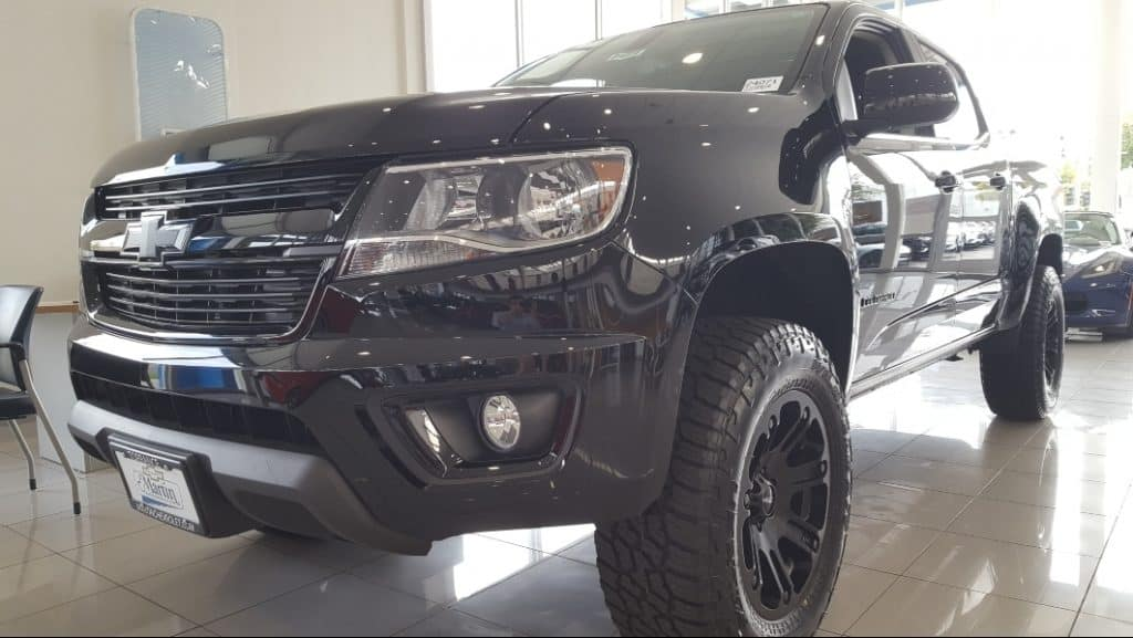Black 2019 Chevy Colorado driver front