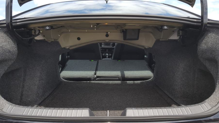 '19 Volkswagen Jetta GLI 35 trunk w. both backseats down