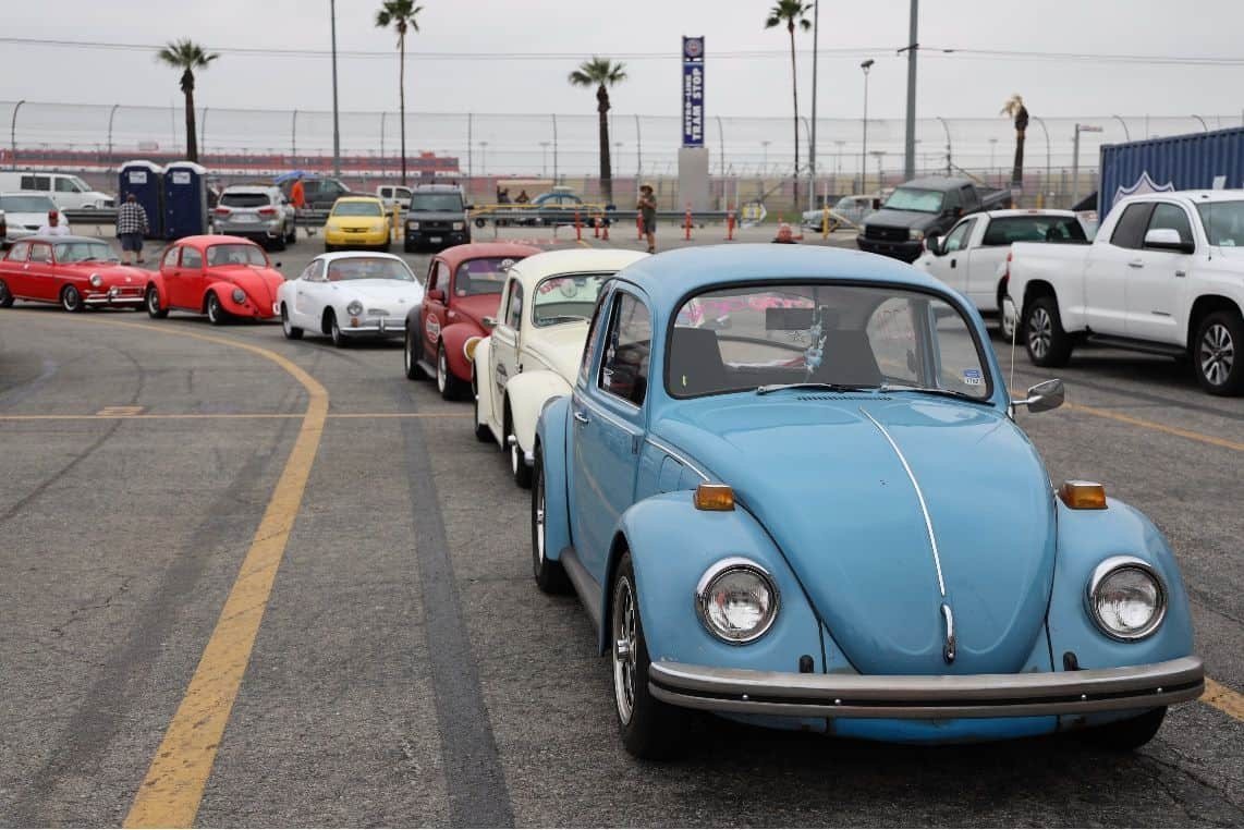 Volkswagen Bugs in line at VW Bug Drag Race