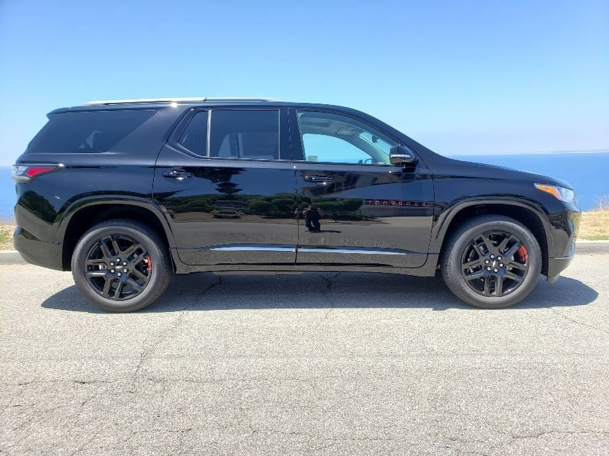 Black 2019 Chevy Traverse passenger profile