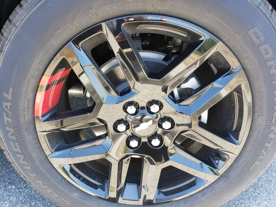 Black wheel w/ red accents 2019 Chevrolet Traverse review