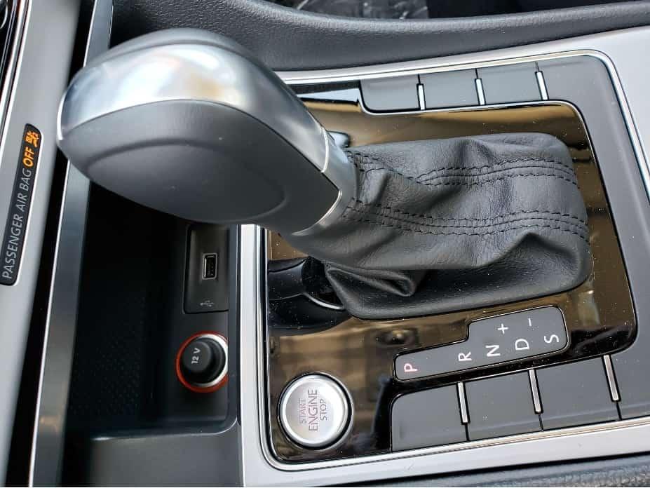 2019 Volkswagen Passat gear shifter