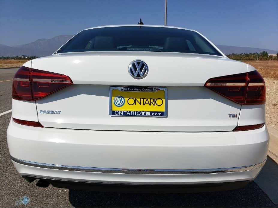 2019 Volkswagen Passat hands-free easy open trunck