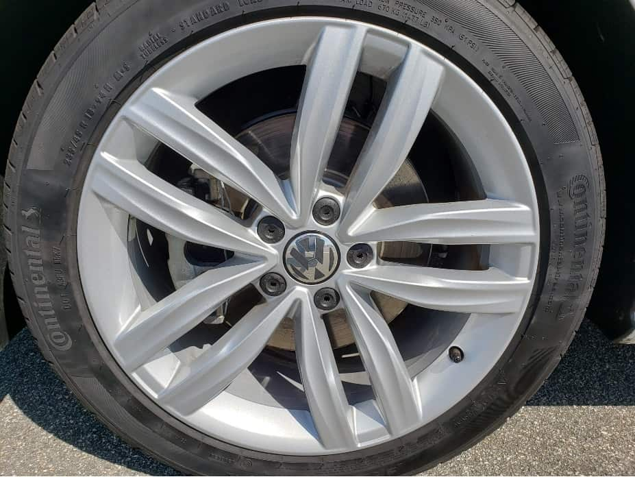 "17"" 10-spoke alloy wheels"