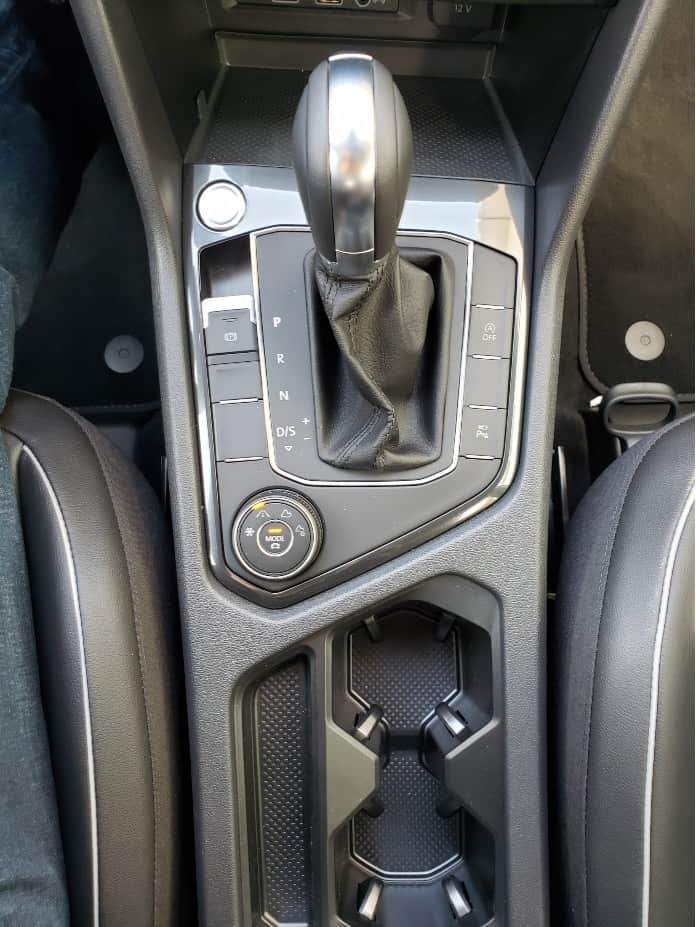 2020 VW Tiguan center console