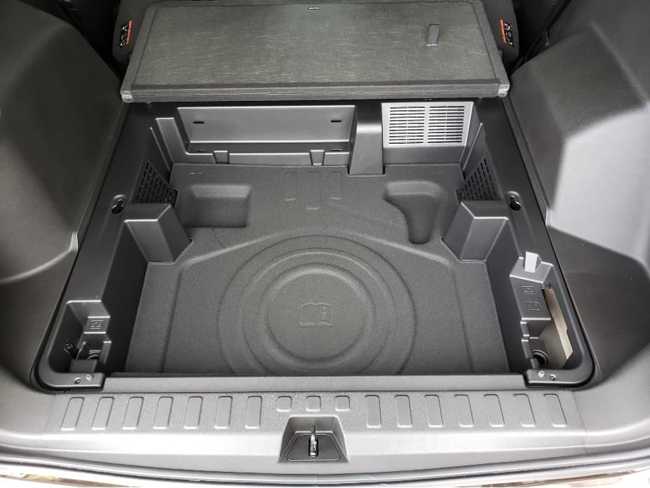 cargo area under floor storage full