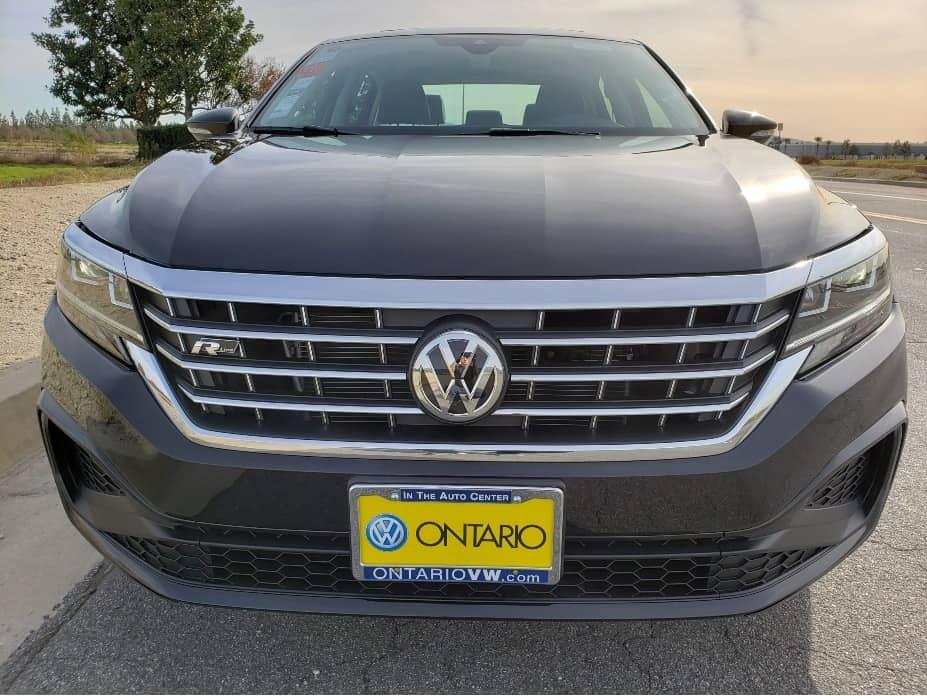2020 VW Passat front