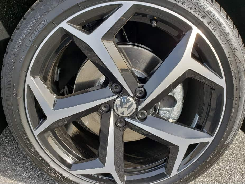 19-inch split spoke wheels