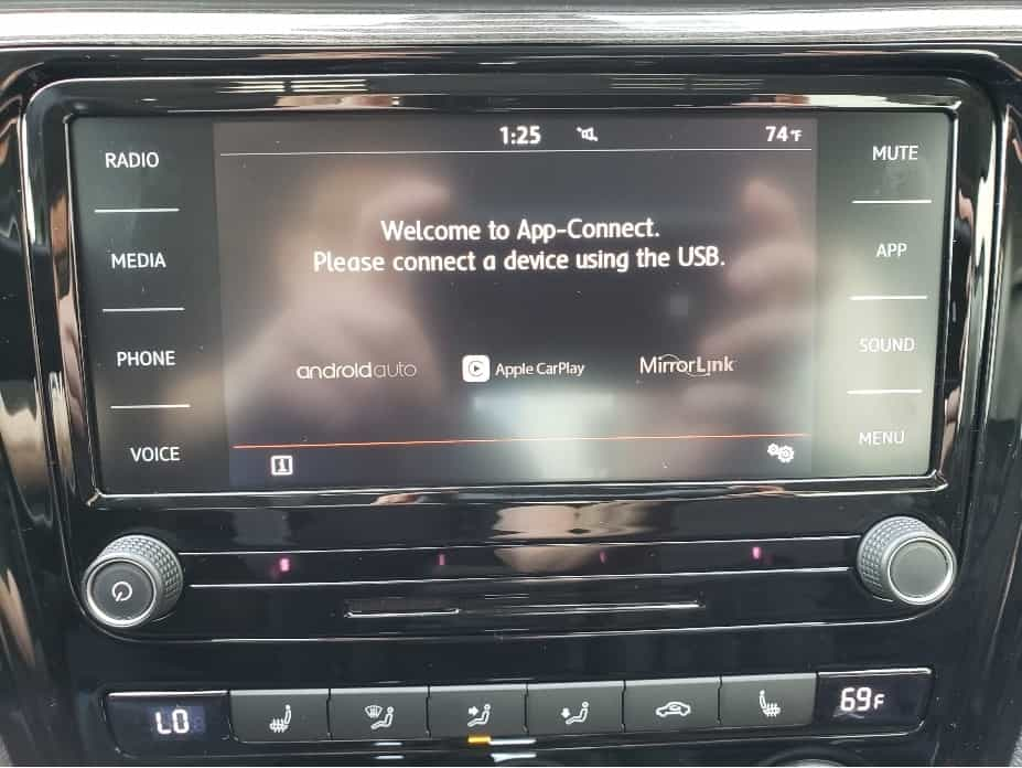 2020 Volkswagen Passat Infotainment touchscreen