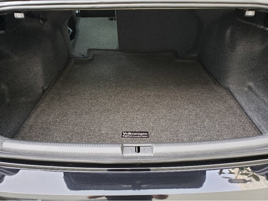 2020 Volkswagen Passat cargo area w. backseat partial down