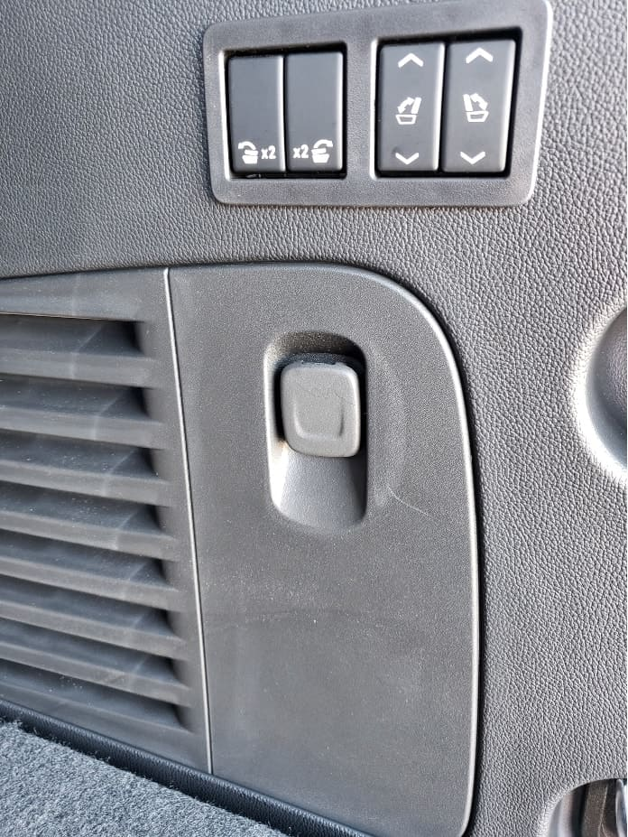 2020 Chevrolet Tahoe cargo area seat controls