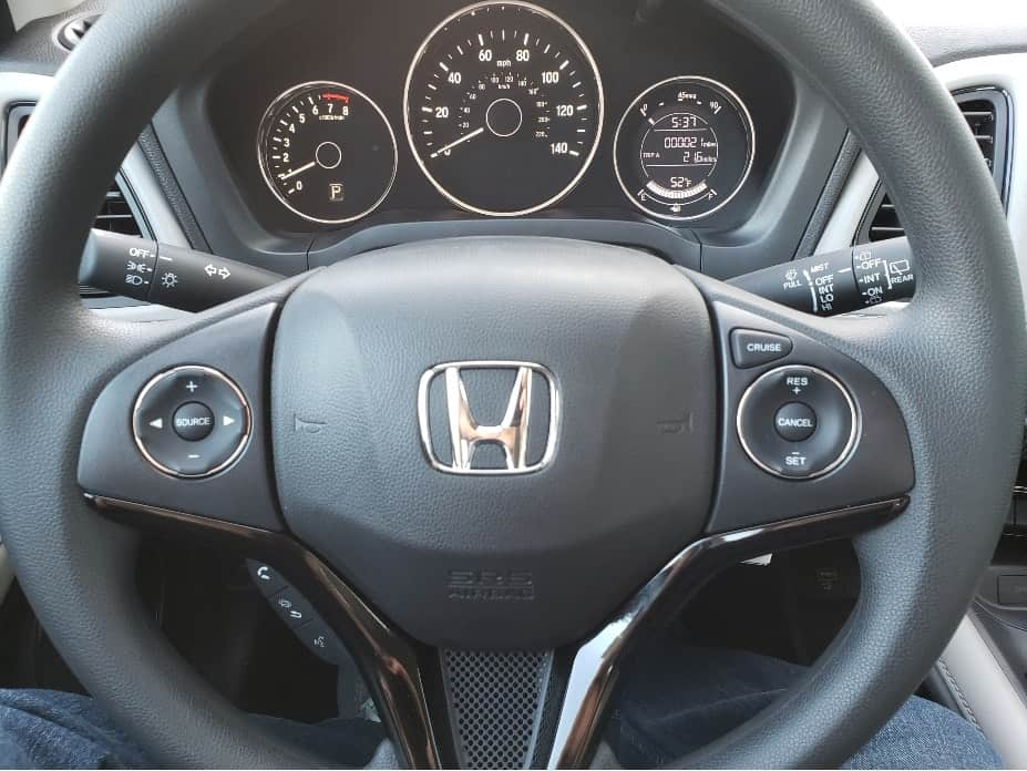 2020 Honda HR-V steering wheel and instrument cluster