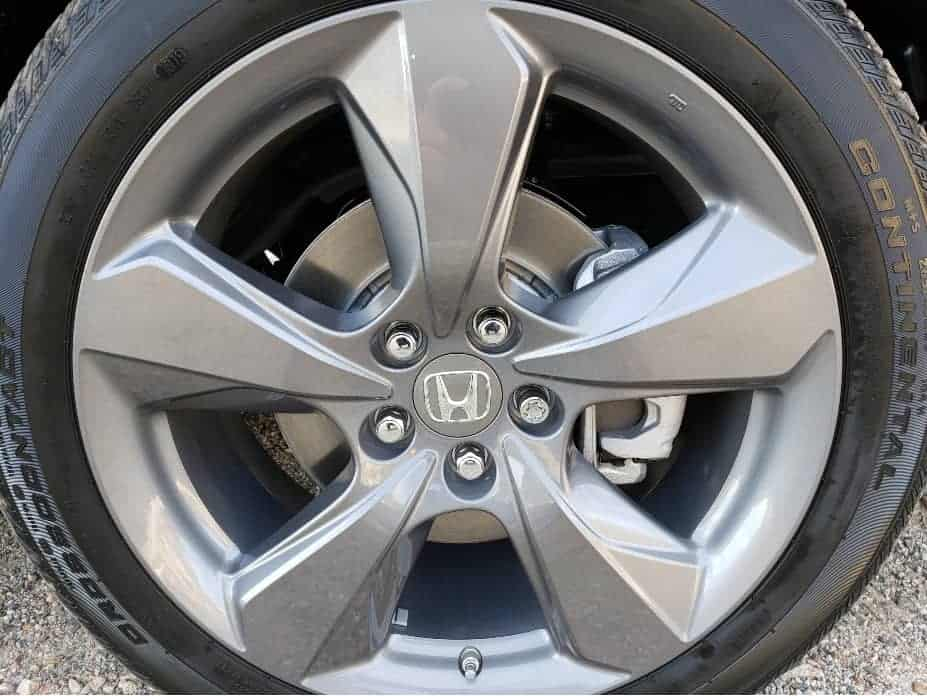 20-inch split-spoke alloy wheel