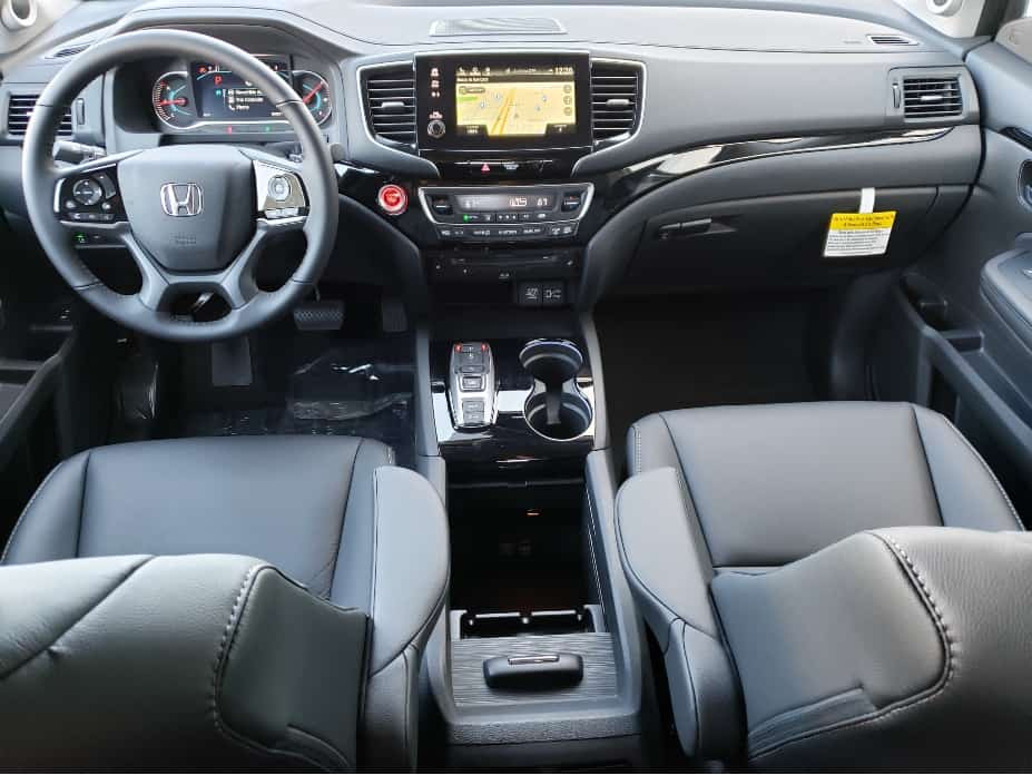 2020 Honda Pilot front seats and dash