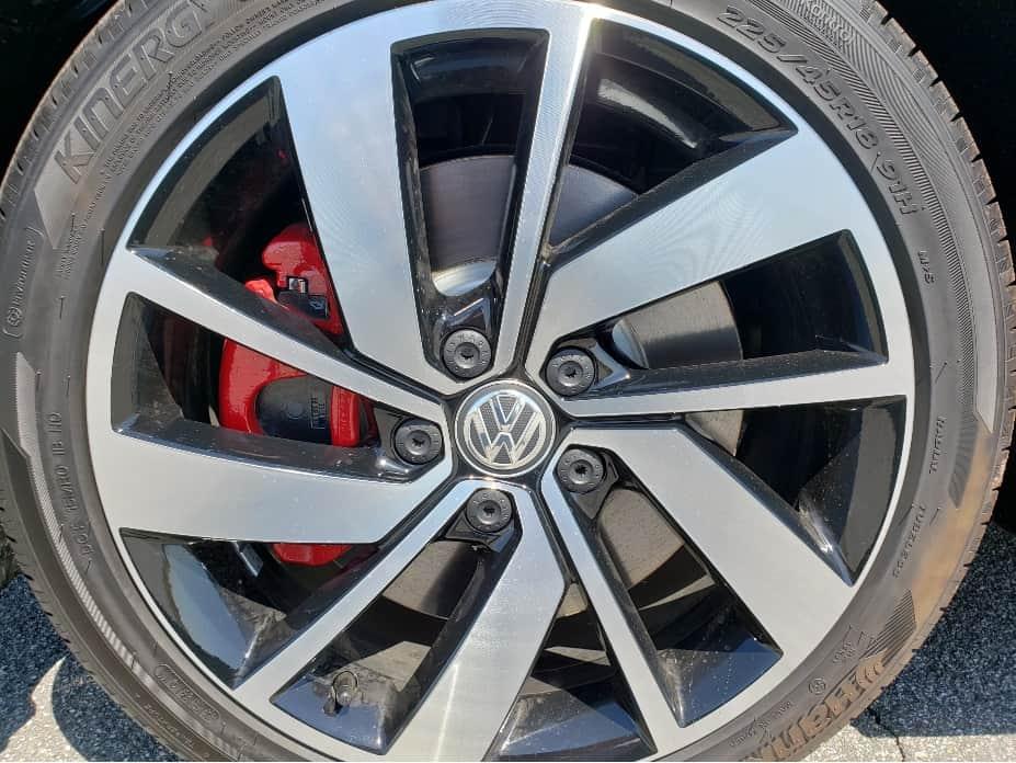 2020 VW Jetta GLI wheel