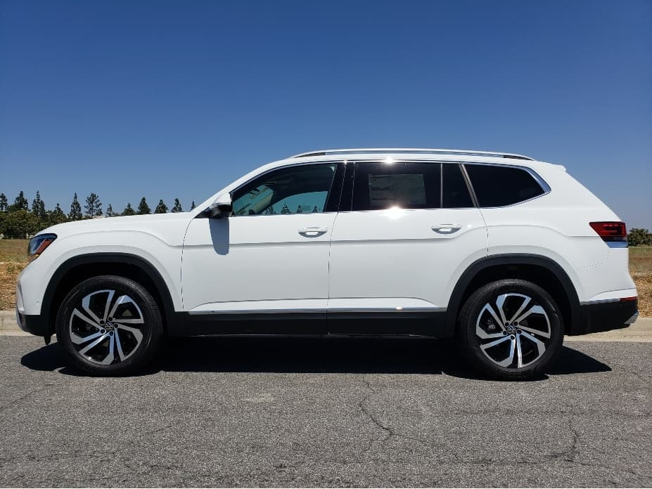 2021-VW-Atlas-driver-profile-pure-white