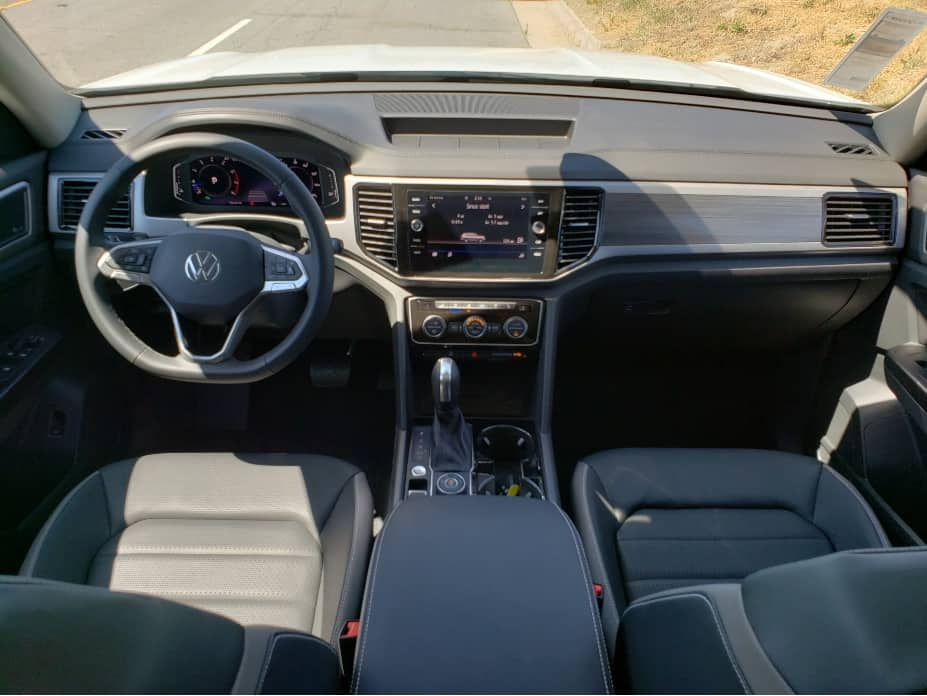 interior, steering wheel, dash and seats 2021 Atlas